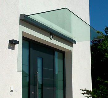 glasvordach tada das tr gerlose haust rvordach aus glas. Black Bedroom Furniture Sets. Home Design Ideas