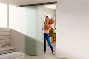 Das Glasschiebetür-System Muto Comfort M 60 von dormakaba schafft Freiraum auch bei kleinen Öffnungen - www.ganzglastuere.de